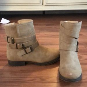 JustFab Light Tan ankle boots